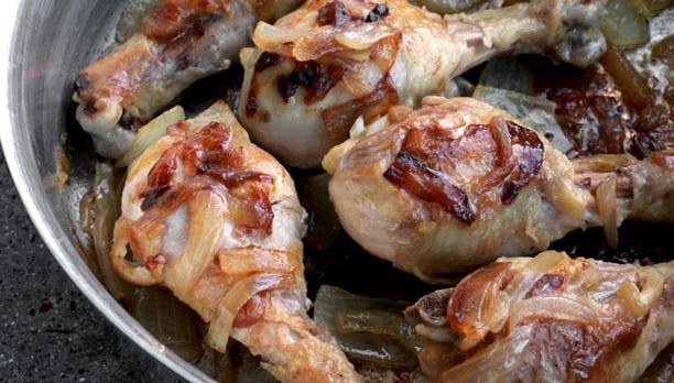 жареная курица с луком на сковороде рецепт с фото